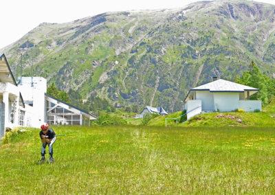 """Escuela de Cross Skating Somport Roller todoterreno Quieres seguir disfrutando del circuito de Somport en verano? Ven a descubrir el """"Cross Skating"""" o """"Roller todoterreno"""" y disfruta de una actividad diferente en un entorno único, el Parque Nacional de los Pirineos franceses."""