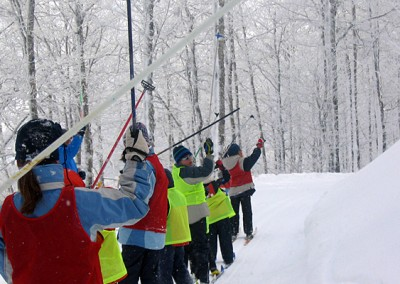 La garantía del éxito de nuestros cursos está en la alta cualificación acreditada y experiencia de nuestra plantilla de profesores titulados por la Escuela Española de Esquí.